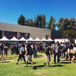 Yesterday was one of my university's annual fall events. Everyone lines up for free hot dogs, chips, drinks and ice cream. Predictably, it's a zoo. But it was a beautiful day, and people are happy about the free lunch.